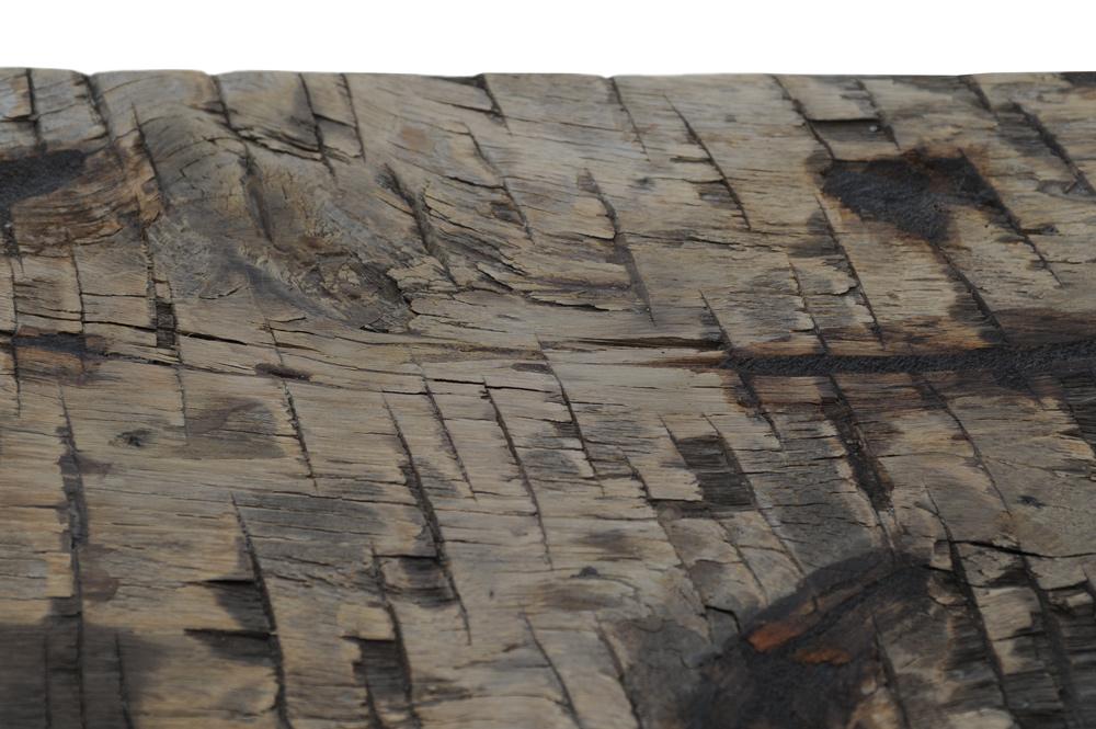 Particolare di pareti da travature vecchie, (briccole) effetto sega, realizzate a mano